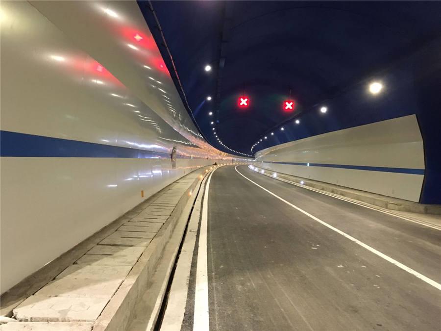 雅克钢钙板隧道